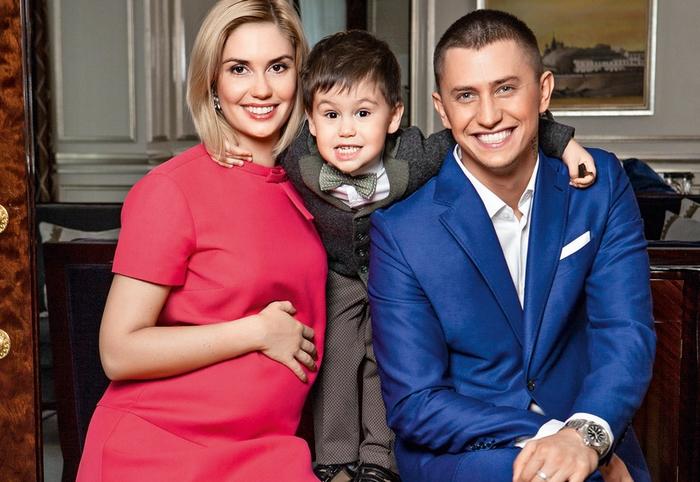Агата Муцениеце и Павел Прилучный планируют третьего ребенка ...   482x700