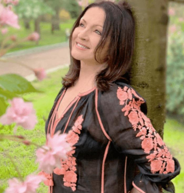 «Бабке 71, она с ума сходит»-София Ротару показала фотоснимок в молодежном платье
